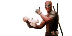 Deadpool con un bebé hitler